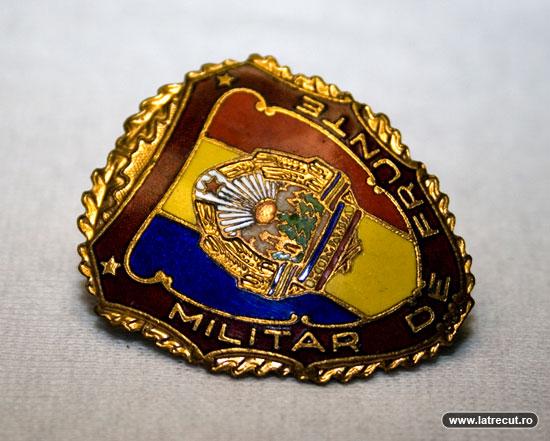 insigna-militar-de-frunte